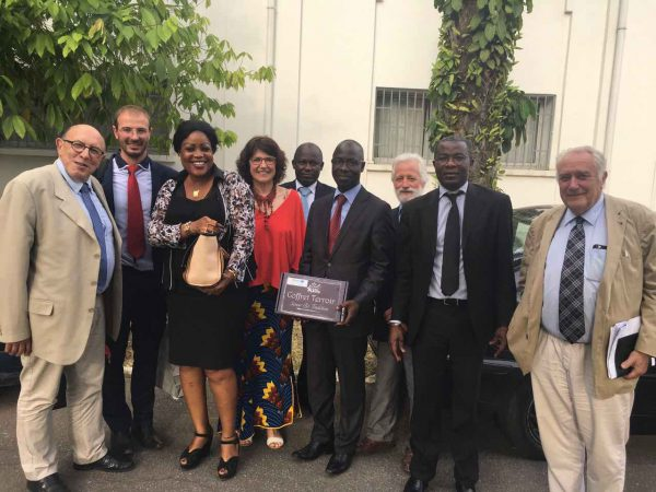 La délégation Akomca avec M. Jules LELLA, Directeur de l'ARDCI