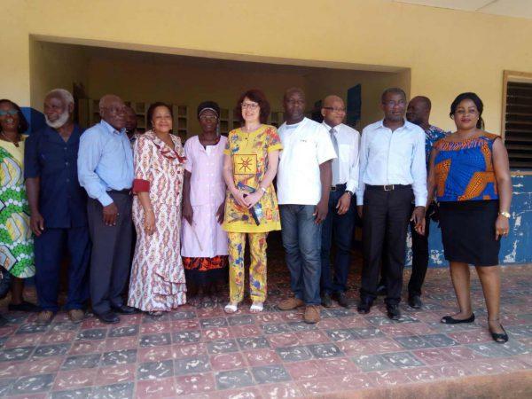 Visite d'un centre de santé à Toumodi avec les autorités municipales et le personnel de santé.